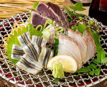 【鹿児島伝統の藁焼き】クセになる藁で燻した様々な商品をお楽しみください。